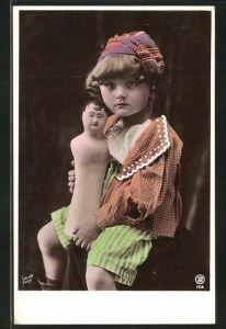 AK Kind mit Puppe ohne Arme und Beine