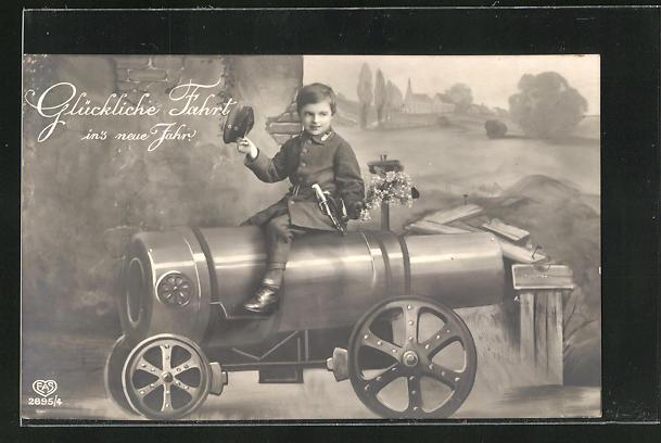 AK Kleiner Junge in Uniform sitzt auf einer Kanone, Neujahrsgruss