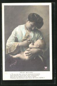 AK junge Mutter gibt ihrem Baby die Brust