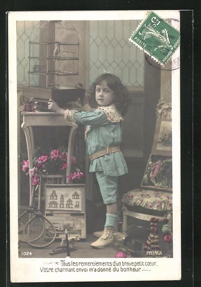 AK Kind mit Baukasten-Blech-Spielzeug