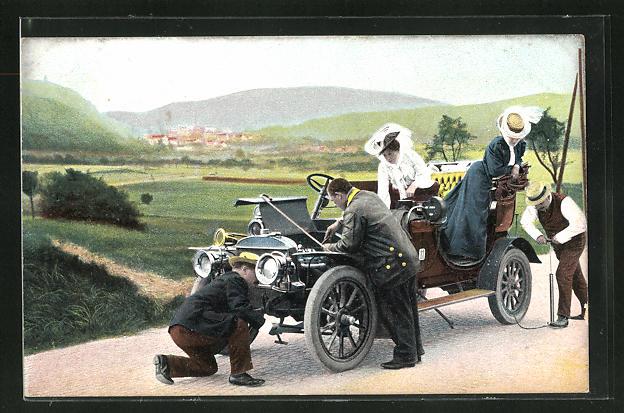 AK Herren reparieren ein Auto auf einer Landstrasse