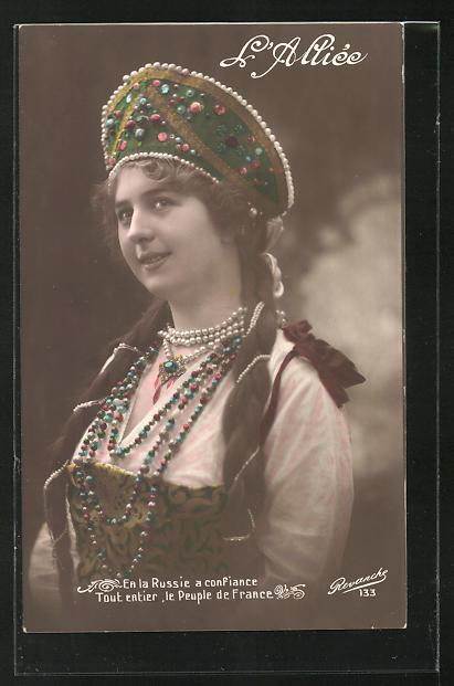 AK Junge russische Frau in Trachtenkleidung