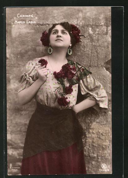 AK Opernsängerin Maria Labia mit Ohrringen u. Blumen, Carmen 0