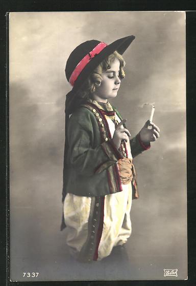 AK Kind in Tracht mit Zigarette 0