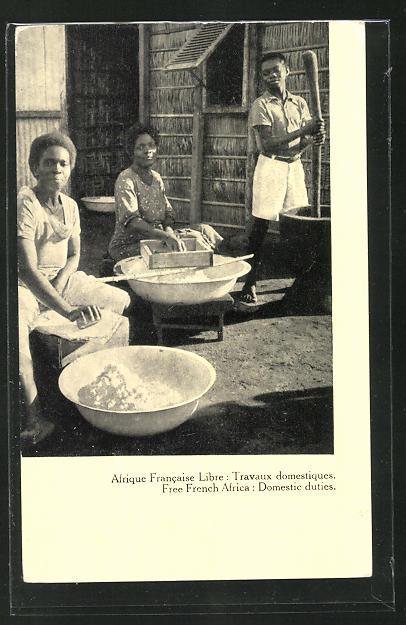 AK Frauen bei Lebensmittelzubereitung in Französ. Afrika 0