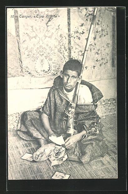 AK Tanger, Tipo Riffeno, Junger Ansichtskartenverkäufer mit Gewehr 0