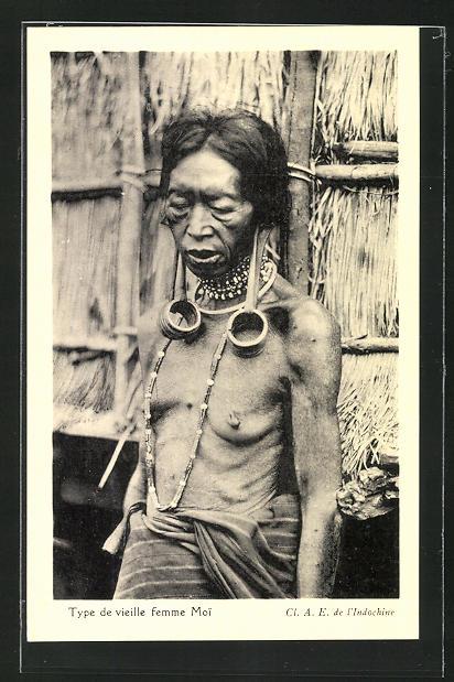 AK Vieille femme Moi, Alte Frau vom Stamme der Moi mit Ohrtunnel 0