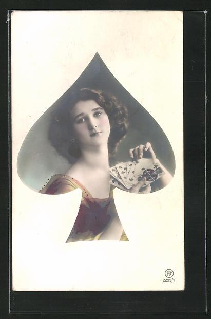 AK Frau mit Kartenspiel als Pik Dame 0