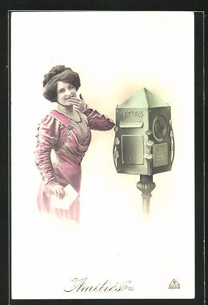 AK Amities, junge hübsche Frau mit Brief am Briefkasten