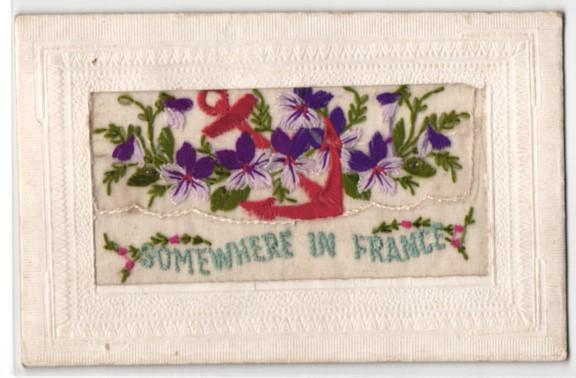 Seidenstick-AK Somewhere in France, Stofftasche mit Blumen und Anker bestickt