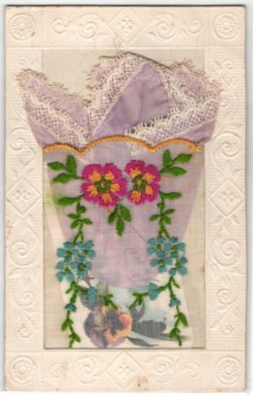 Seidenstick-AK Umsticktes rosafarbenes Tuch und Gruss in einer Stofftasche