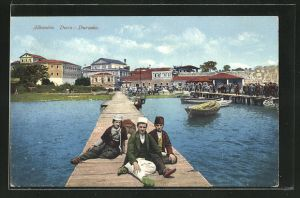 AK Durazzo-Durz, Albaner auf einem Steg am Wasser