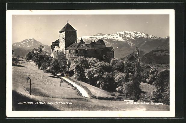 AK Vaduz, Blick auf das Schloss mit Alpenkette