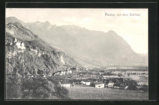 AK Vaduz, Ortsansicht mit Schloss und Alpenkette