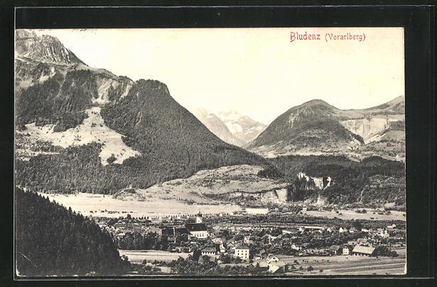 AK Bludenz / Vorarlberg, Ortsansicht mit Gebirgskette
