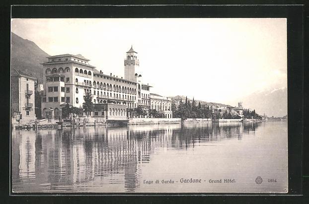 AK Gardone, Uferpartie am Grand Hotel