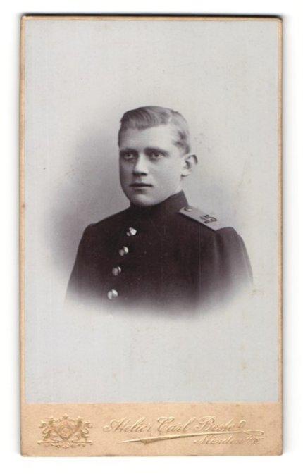 Fotografie Altelier Carl Beste, Minden i / W., Portrait Soldat in Uniform