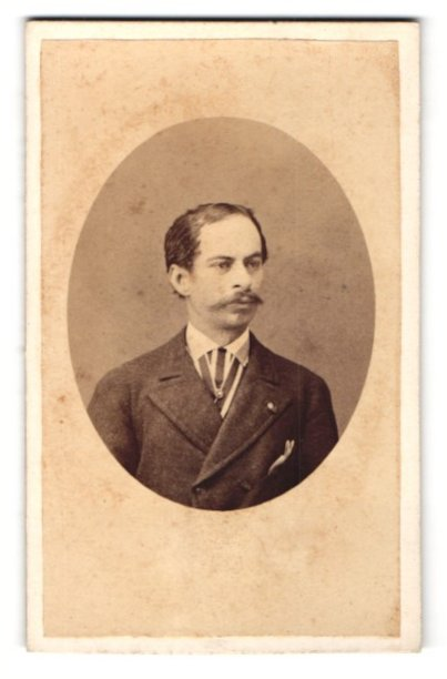 Fotografie Grillet & Cie., Naples, Portrait bürgerlicher Herr mit Schnauzbart und zurückgekämmten Haaren im Anzug