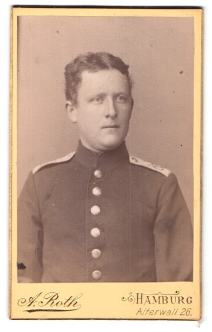 Fotografie A. Roth, Hamburg, Portrait Soldat in Uniform