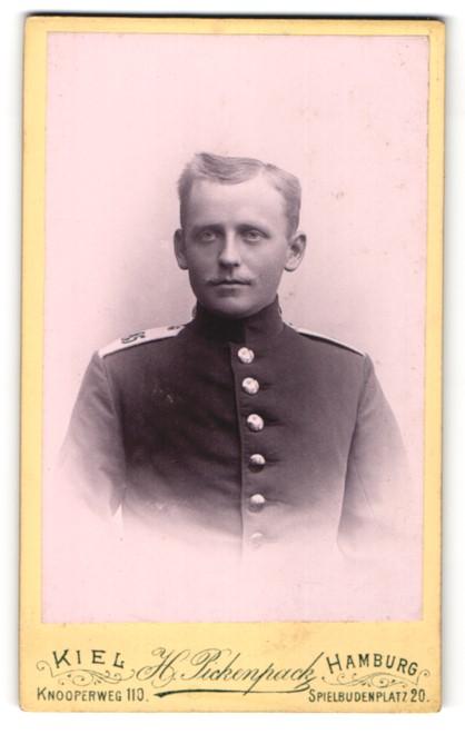 Fotografie H. Pickenpack, Kiel, Soldat in Uniform