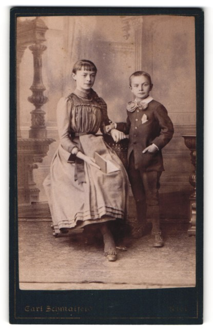 Fotografie Carl Schmalfeld, Kiel, Bürgertochter mit ihrem jüngeren Bruder