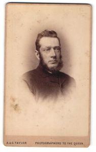 Fotografie A. & G. Taylor, Brighton, Portrait Portrait älterer Herr mit Bart in zeitgenössischer Kleidung