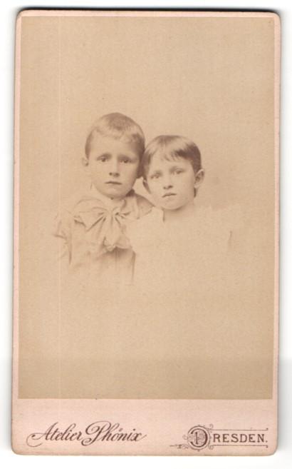Fotografie Atelier Phönix, Dresden, Portrait Junge und Mädchen in zeitgenössischer Kleidung