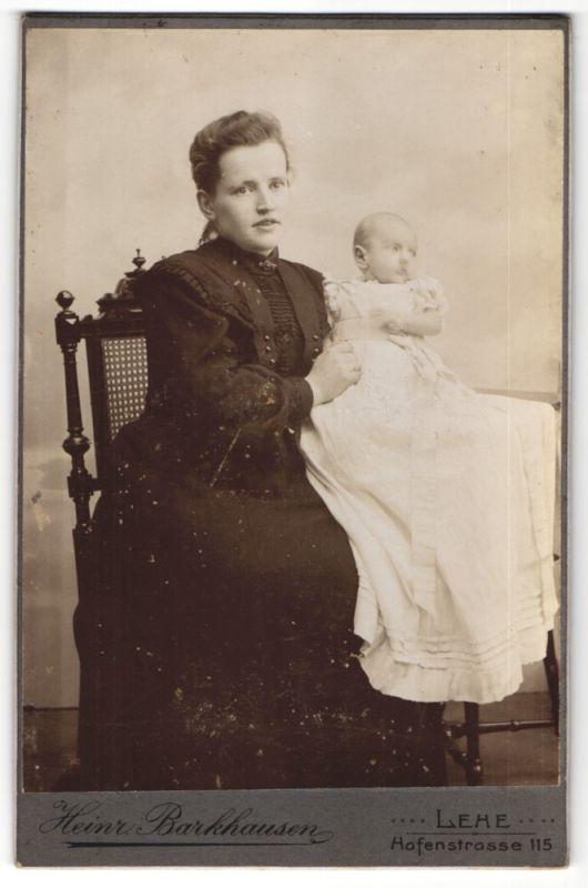 Fotografie Heinr. Barkhausen, Lehe, Portrait Mutter mit Säugling