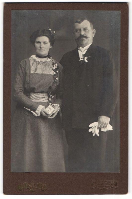 Fotografie Atelier Walter, Grulich i/S, Portrait Eheleute in festlicher Kleidung