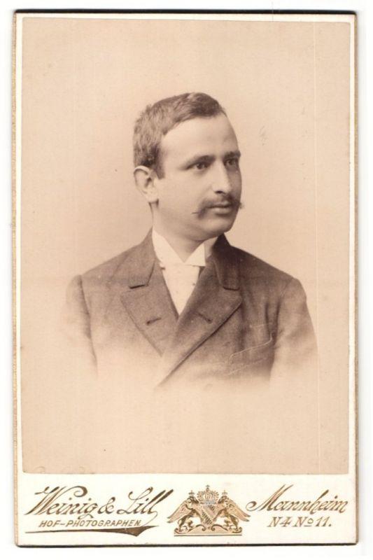 Fotografie Weinig & Lill, Mannheim, Portrait Herr mit Oberlippenbart