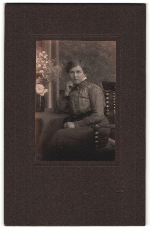 Fotografie Heinrich Jacoby, Uelzen, Portrait junge Dame mit Hochsteckfrisur