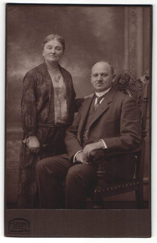 Fotografie Stein, Berlin, Portrait betagtes bürgerliches Paar