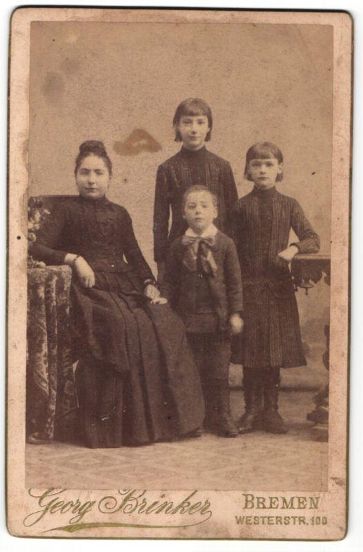 Fotografie Georg Brinker, Bremen, Portrait Mutter mit drei Kindern