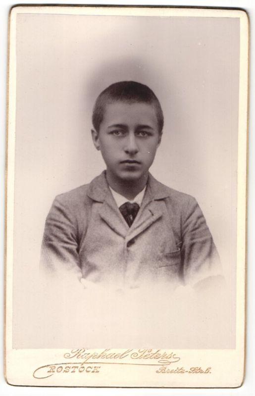 Fotografie Raphael Peters, Rostock, Portrait Knabe mit kurzem Haar