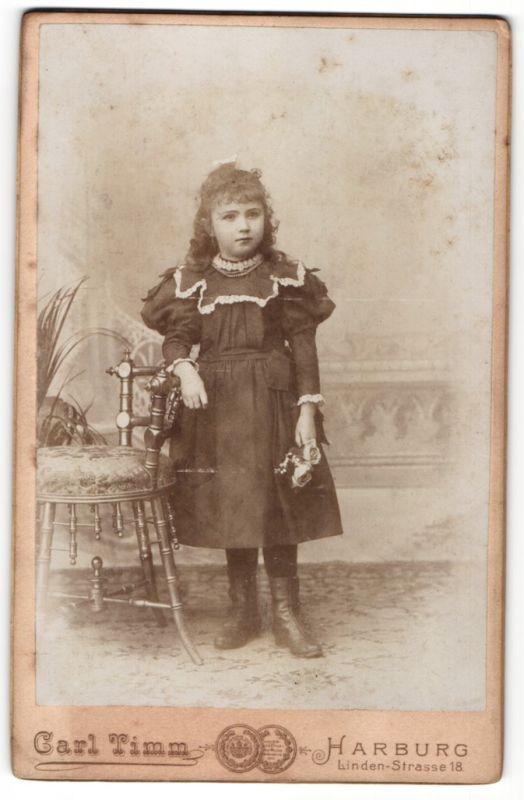 Fotografie Carl Timm, Harburg, Portrait Mädchen in Kleid