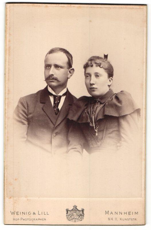 Fotografie Weinig & Lill, Mannheim, Portrait bürgerliches junges Paar