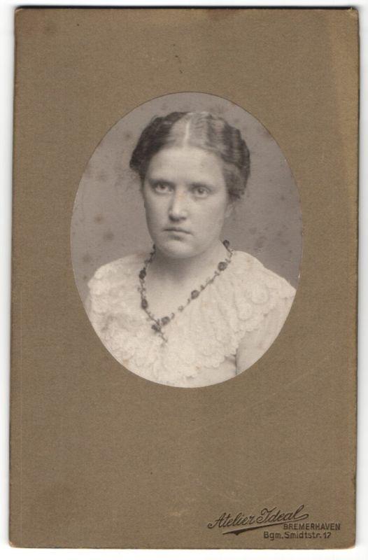 Fotografie Atelier Ideal, Bremerhaven, Portrait junge Frau mit zusammengebundenem Haar