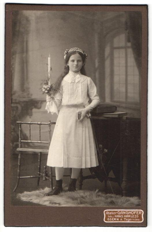 Fotografie Atelier Ganghofer, Egern a. Tegernsee, Portrait Mädchen in feierlicher Kleidung mit Kerze