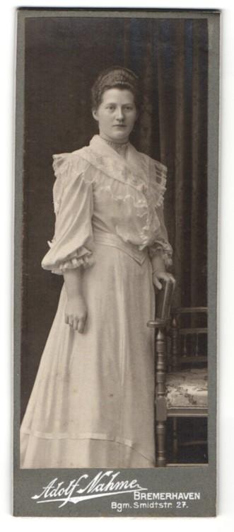 Fotografie Adolf Nahme, Bremerhaven, Dame mit Rüschenbluse