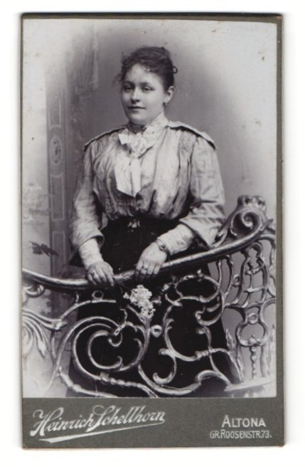 Fotografie Heinrich Schellhorn, Altona, Dame mit Halstuch