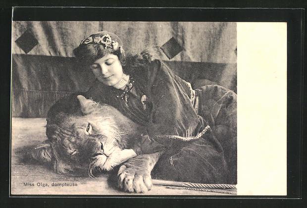 AK Miss Olga, Dompteurin mit Löwe
