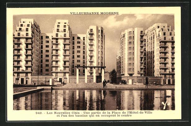 AK Villeurbanne, Les nouvelle Cites, une partie de la Place de l`Hotel de Ville et l`un des bassins qui en occupant