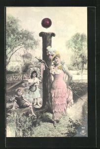 AK Frau mit Hut und Schirm leht am Buchstaben I