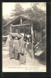 AK Exposition Coloniale 1907, Pont Tonkinois et Types de Femmes du Laos