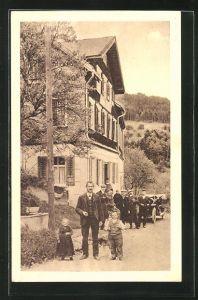 AK Sulzbach, Liliputaner vor dem Gasthaus zum Falken