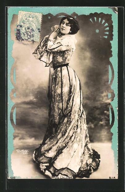 AK Atelier Reutlinger, Paris: Dame im eleganten Kleid