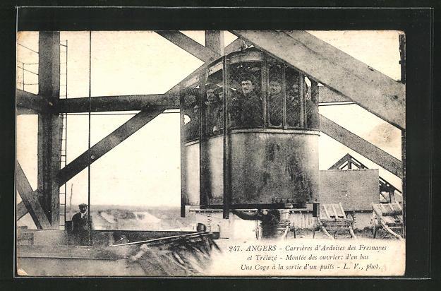 AK Angers, Carrieres d`Ardoises des Fresnayes, Arbeiter des Schiefer-Steinbruchs im Aufzug