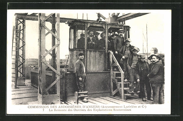 AK Angers, La Remonte des Ouvriers des Exploitations Souterraines, Arbeiter des Schiefer-Steinbruchs im Aufzug