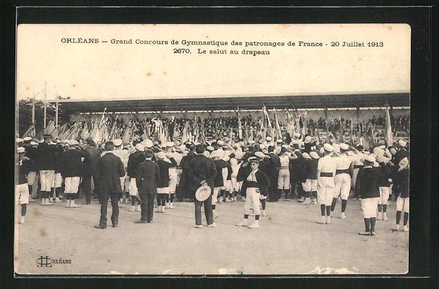 AK Orléans, Grand Concours de Gymnastique des patronages de France, 1943, Le salut au drapeau, Turnfest