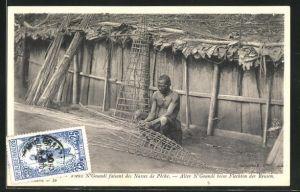 AK Oubangui-Chari-Tchad, Alter N`Goundi beim Flechten der Reusen